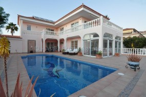 4 Bed Villa - For Sale