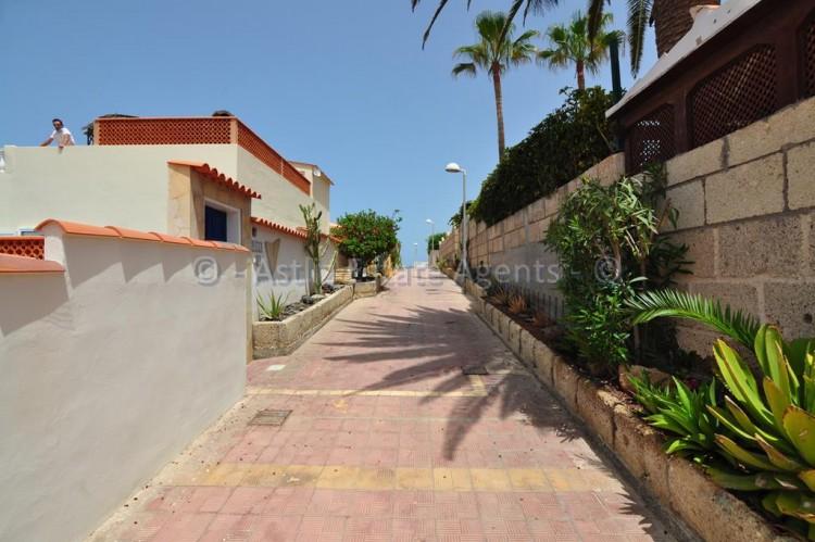 Calle Isora - Callao Salvaje -