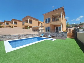 5 Bed House / Villa - For Sale