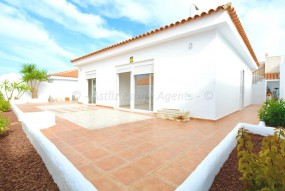 3 Bed House / Villa - For Sale